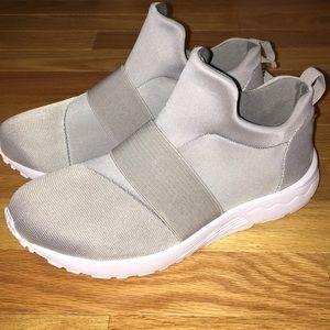 cc4a82b3edc Steve Madden Shoes - Steve Madden Hueber stretch sneaker sz 7